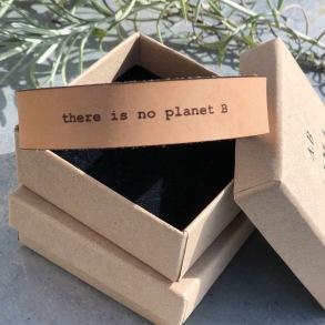 Läderarmband Planet B till henne - S dam: ca 17,5 cm runt handleden