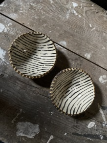Keramikskål rustik svart rand - Keramikskål rustik svart