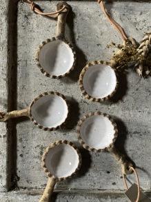 Kaffemått rustik vitt - Räfflad kant