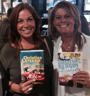 Tillsammans med förlagskollega, bästa vän och Ketchupflickan Christina Larsson och våra senaste böcker...