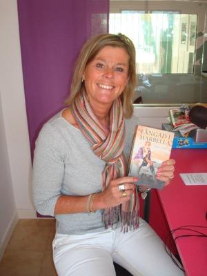 """Jösses, det känns som evigheter sedan jag kom ut med roman nummer två, """"Fångad i Marbella"""". Det var 2013 och här ses jag i en radiointervju."""