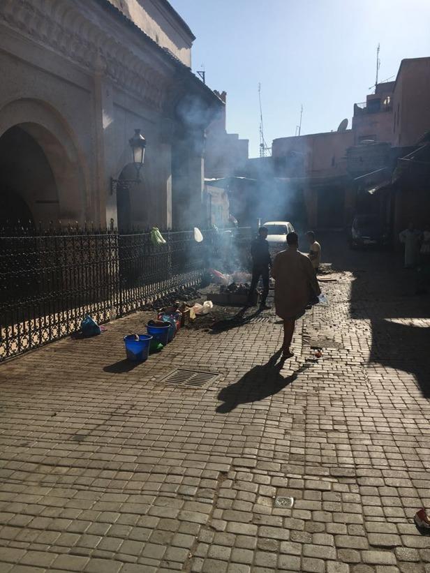 Fårhuvuden grillas på gatorna