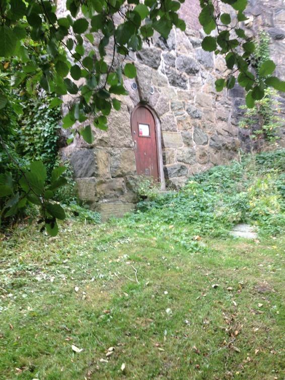 Den gamla personal- och varuingången på baksidan av Ingrid Bergmans hus