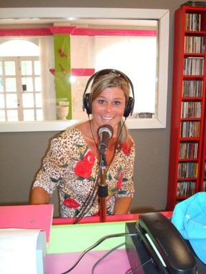 Första radiointervjun. Året är 2012.
