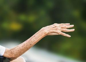 En vacker, gammal arm och hand som har en oändlig historia...
