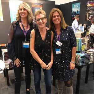 Från bokmässan 2016. Min författarkollega Ann-Marie Schjetlein, bokbloggaren Britt-Marie Bim Kullin och så jag då!