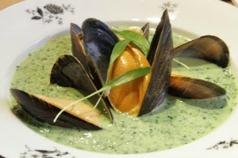 Ramslökssoppa med musslor.