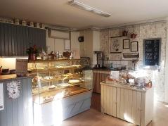 Hembakt, smörgåsar och glass hittar du i vårt mysiga café.