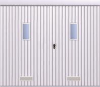 Upphängd skjutport med två blad och fyllnad av plåt T-10, vertikal ifyllnasdriktning, port med vertikala fönster och ventilationsgaller