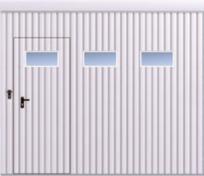 Upphängd skjutport med ett blad och fyllnad av plåt T-10, vertikal ifyllnasdriktning, port med gådörr och horisontella fönster