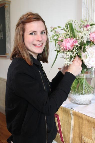 Blomsterutsmyckning inför en bröllopsvigsel i Varberg, Halland.
