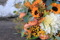 Brudbukett i höstblommor med rosor, dahlia, nypon, solros