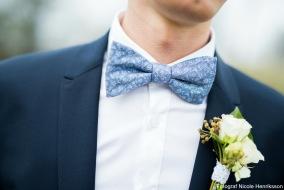 Corsage till brudgum vid ett vårbröllop