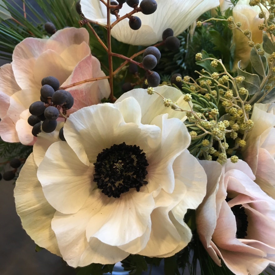Blomsterbinderi I Svenska Mästerskapen, blomsterarrangemanget är gjort av frilanasande floristen och blomsterdekoratören Marinette Månsson i Varberg, Halland.