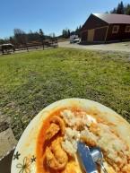 Inväntar de andra med lunch i solen :). Mumsigt !