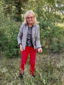 200703 Mamma i smultrongräset