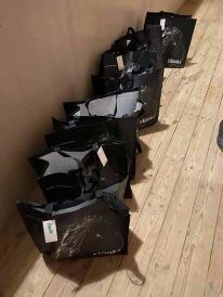 Vår generösa sponsor HÖÖKS kom med goodiebag till oss alla för 9e året i rad. Fantastiskt :). Stort tack. Jättestort :).