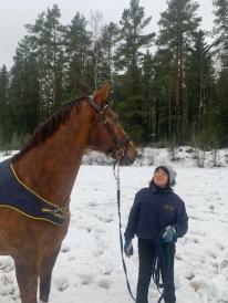 Snöjogging på fotbollsplanen för Rosse