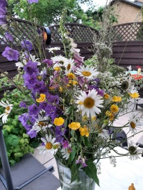 Sommarblommor från Länna Bruk på bordet :)