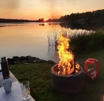 210724 Solnedgång och brasa :)