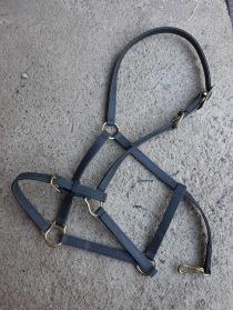 Nr 105.) NY Svart lädergrimma med öppningsbar nos XFull 500:-