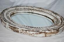 Oval spegel med handsnidad ram 62x45cm