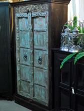 Skåp med antika dörrar. H179cm