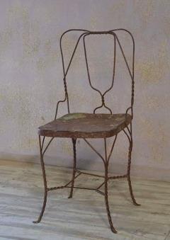 Vintage stol av metalltråd.