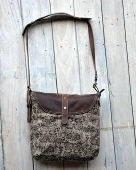 Väska i skinn och återanvänd canvas