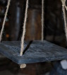 Betongplatta på snöre