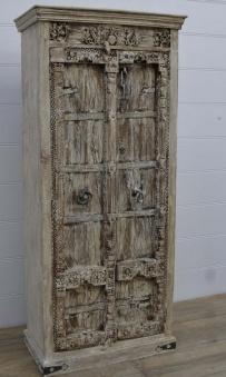 Med antika dörrar