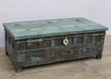 Kistbord, omgjord antik kista.