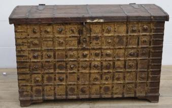 Februari: antik kista