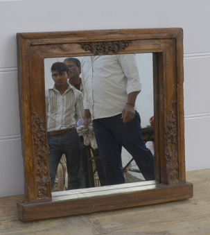 Spegel i antik ram
