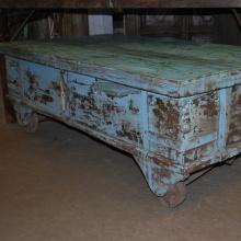 Kistbord med antikt ursprung.