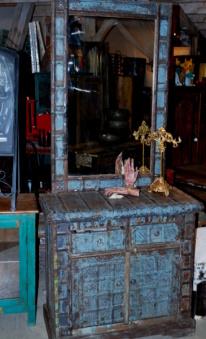 Spegelbyrå med antikt ursprung