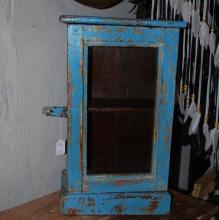 Väggskåp med glasdörr