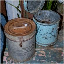 Vintage plåt-tunnor