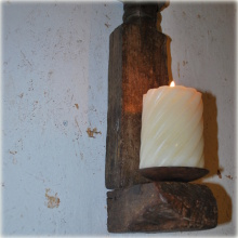 Lampett av antika trädelar.