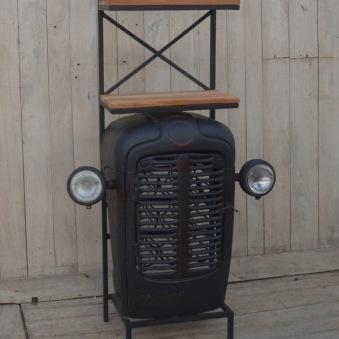 Traktorhyllan med vinställ