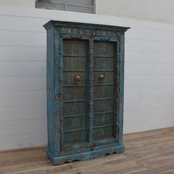 Unikt skåp med antika dörrar