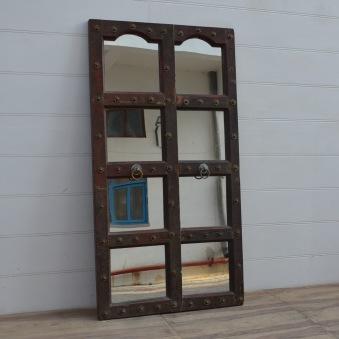 Spegel med antik ram