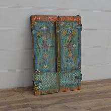 Målning på antika dörrar