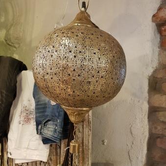 Guldig lampa