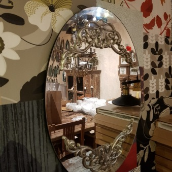 Ornamenterad spegel