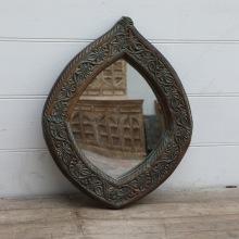 Unik Handkarvad Spegel