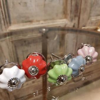 Knoppar i diverse färger