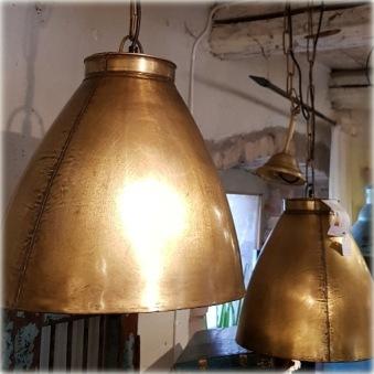 Guldig taklampa
