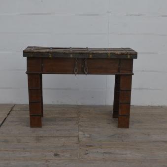 Side bord med förvarng