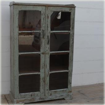 Vintageskåp med glasdörrar